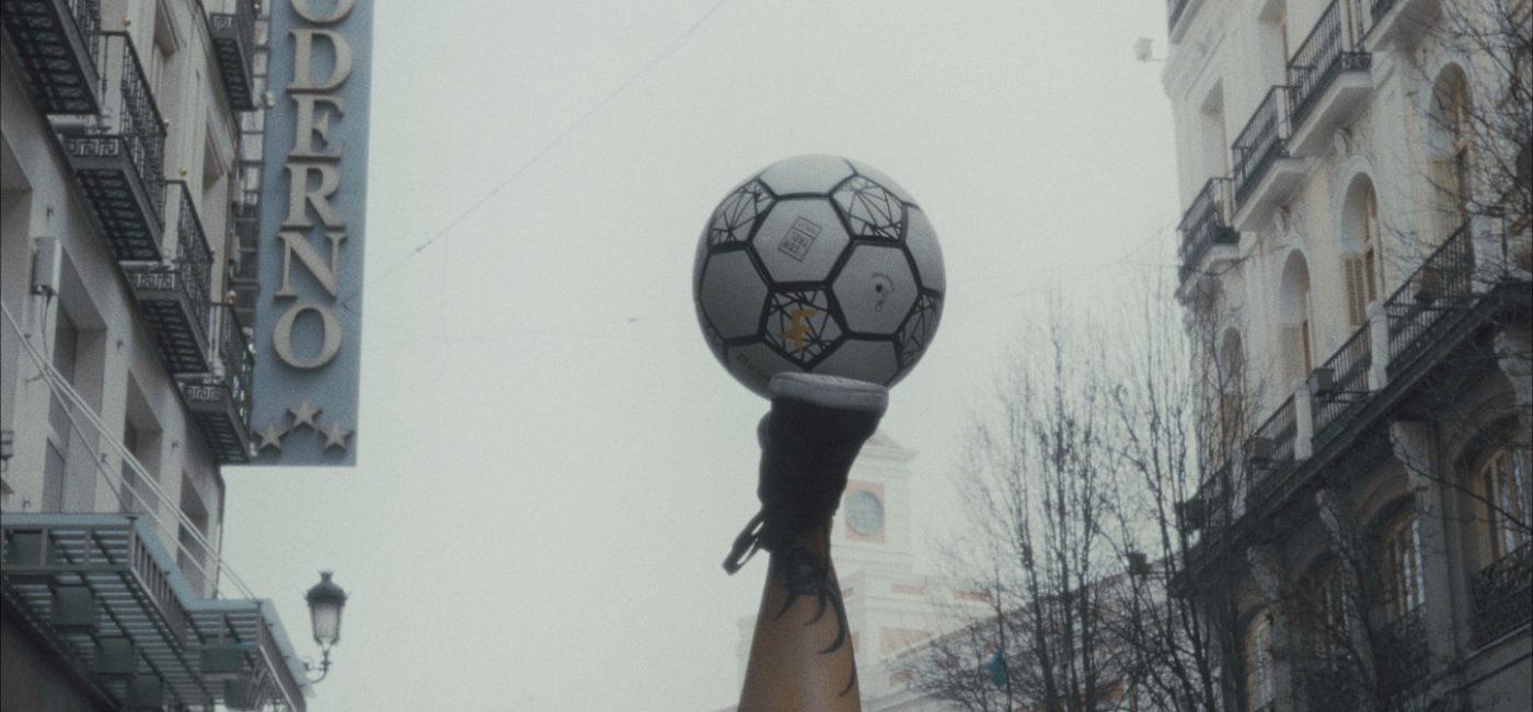 Foto_All I Need is a Ball_02_baja